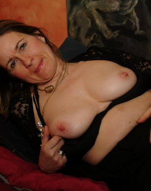 Mature slut playing with a huge dildo