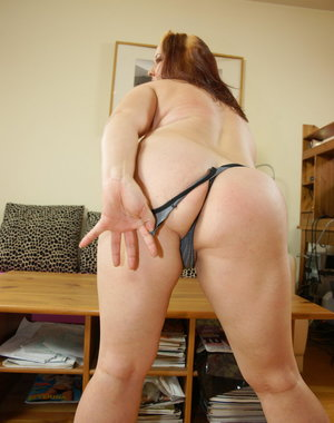 this horny big mama loves to play with herself