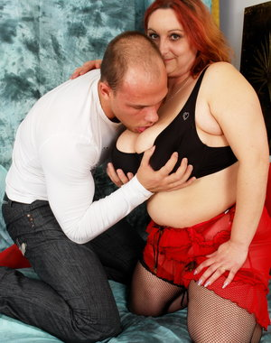 Big mature woman getting fucked like a pro