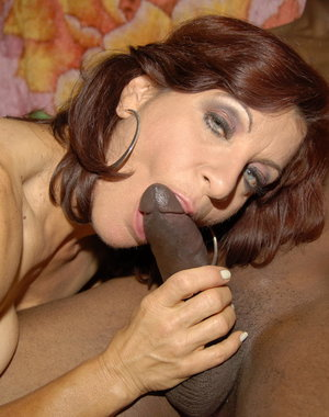 This kinky mature slut really loves the black cock