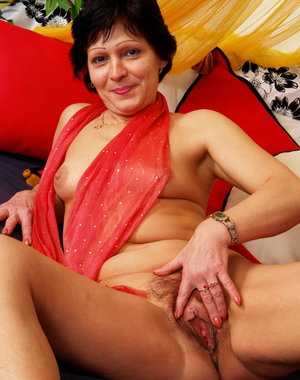 This hot hairy housewife loves to play with herself