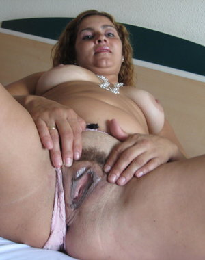 Horny mature mama loving to play with herself