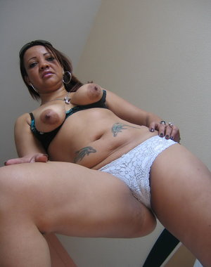 Meet Patricia a hot mature slut who loves her toys