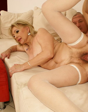 Mature mama getting a real sicko creampie