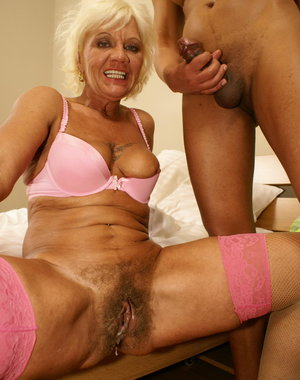 Hairy mature slut gets a creampie from her pimp daddy