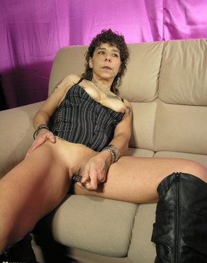 This kinky mature slut loves to play with herself