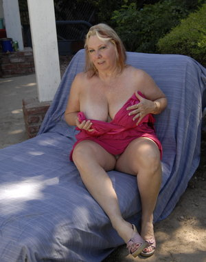 Chunky mama getting fisted and toyfucked