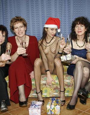 Have a very lesbian christmas and a very horny new year
