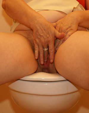 this mature toilet slut gets what she wants.. cum on her face!