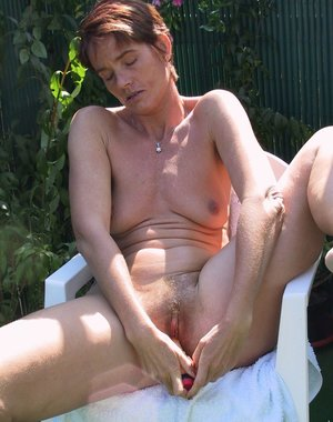 This mature slut loves having sex in the garden