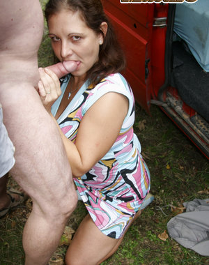 This mommy loves sucking cocks in public