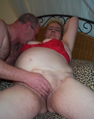 Chubby mature slut getting ready to fuck