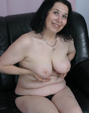 Mama just wanna suck and fuck some hard cock