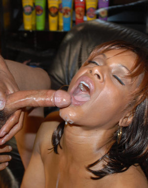 Mature ebony beauty sucking and fucking