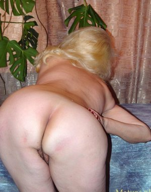 blonde mature slut showing off her luscious body