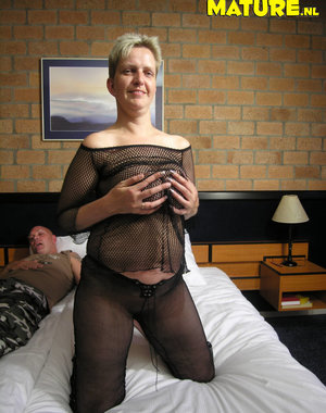 amateur mature slut getting at it
