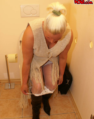 Granny fucking and sucking behind the gloryhole