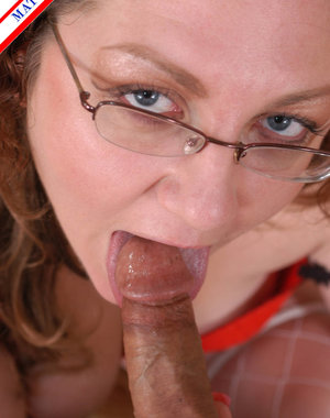 Chunky mature housewife loving that cock