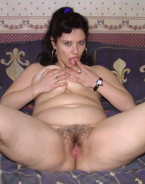 Brunette mature nympho playing with herself all day long