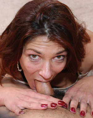 Hot American mature slut taking it all the way