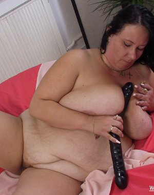 Chunky mature bitch playing with herself