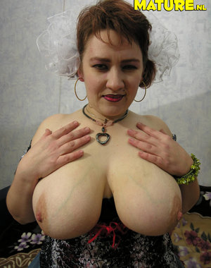 Big titted mature nympho showing her hot body