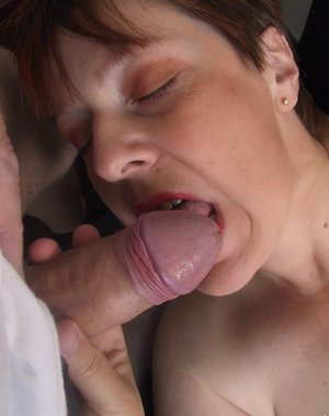 Mature whore playing and sucking cock