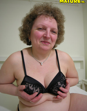 Horny mature slag showing her box o fun