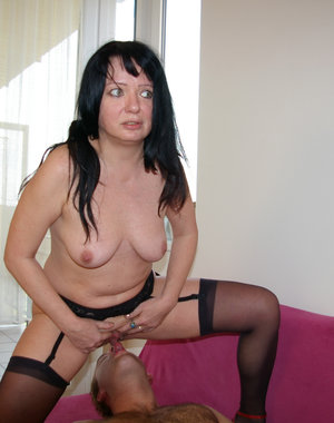 This mature slut sure know what she is doing