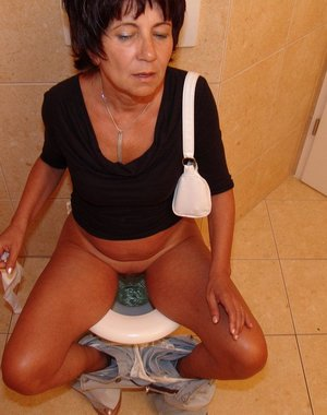 This mature slut gets a special kinky surprise on the crapper