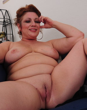 Chubby Big booty American mature lady getting frisky