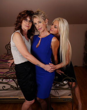 Three naughty housewives go full lesbian at home