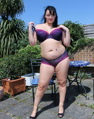 Chubby British housewife getting naughty in the garden