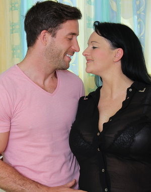 Curvy British housewife doing her lover