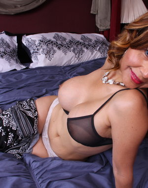 Naughty American cougar having fun in bed