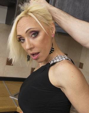 Hot MILF playing in POV style