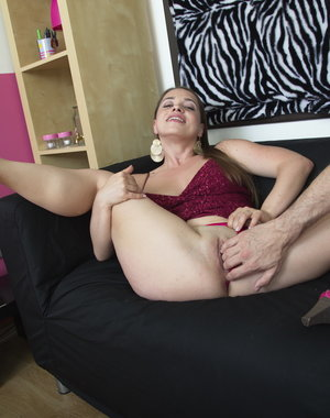 Hot mom playing in POV style