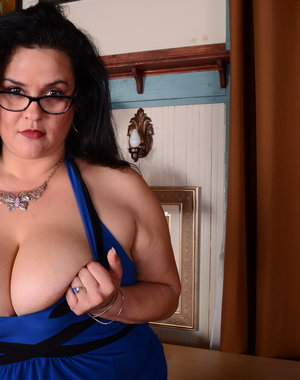 Big breasted American housewife gets very naughty