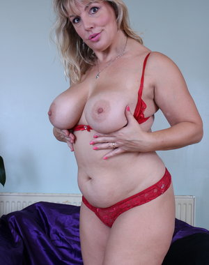 British Blonde thick housewife showing off her dirty mind