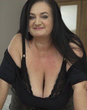 Huge breasted mature BBW getting it POV style