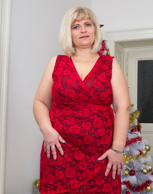 Merry Christmas with this naughty mature bbw