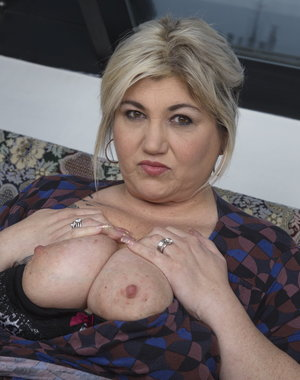 Big breasted mature BBW gets it in POV Style