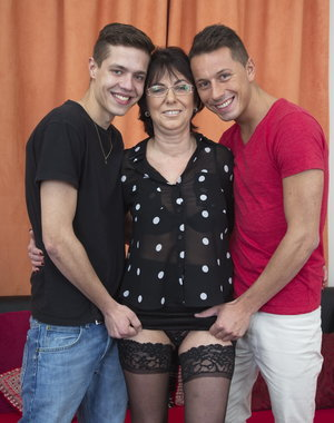Horny mature slut doing two guys at once