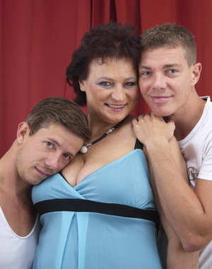 Chubby mature lady doing two guys