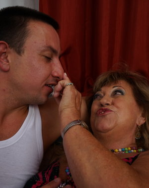 Chubby mature woman fooling around with her way younger lover
