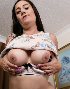 Hot British housewife playing with her steamy body
