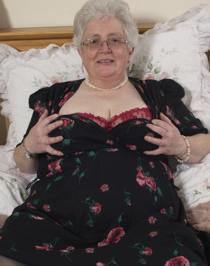 BBW British Granny playing with herself