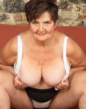 Mature BBW getting ready for action