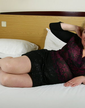Dutch mature lady getting very naughty