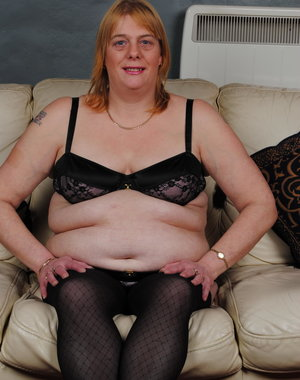 Chubby mature slut playing with herself on the couch